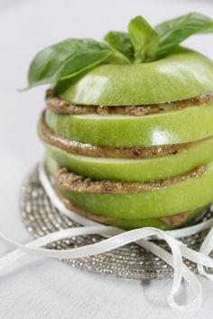 Apple with walnut cream Honeydew, Pudding, Apple, Cream, Fruit, Childhood Memories, Sweet, Desserts, Food