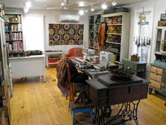 Moving around day in my studio Sewing Spaces, My Sewing Room, Sewing Rooms, Spare Room, My Room, Rug Inspiration, Quilting Room, Karen, Sewing Studio