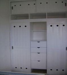 Closet en color blanco para espacios minimalistas