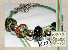 Pulsera de cuero verde y dijes.  #KerussoBisuteria #Design #Jewelry #HandMade #CostaRica