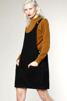 Vintage 90s Black Denim Jumper Dress #90sfashion #vintage #maryrosenberger #thriftedandmodern