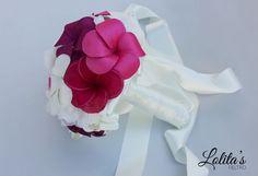 Precioso ramo de novia de tela, de alba, de seda, gasa, y colores muy vivos y divertidos mas en www.lolitasfieltr... #ramosdenoviadetela #ramosdenoviadebisuteria #bodas #novias #wedding #fashion #ramosdenovia #novia #bouquet #fashion #weddingplannet #love