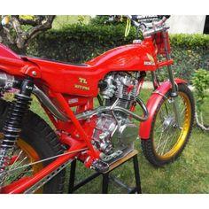 Honda Scrambler, Honda Motorcycles, Vintage Motorcycles, Honda Dirt Bike, Dirt Bikes, Trail Motorcycle, Off Road Bikes, Trial Bike, Japanese Motorcycle