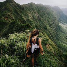 Hiking Hawaii || New life goal thanks to @rocamoon - hike a massive mountain with a baby on the front. Forever impressed!! Women are rad  #LiveGoodDoGood