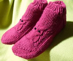 Helemenkerrääjä puikkoviidakossa: Nilkkasukat pöllöillä Crochet Socks, Slippers, Knitting, Baby, Shoes, Villas, Crocheting, Fashion, Tights