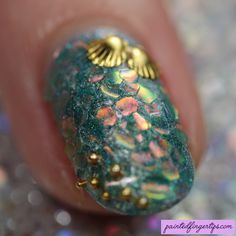 Painted Fingertips | Mermaid Glitter nail art macro