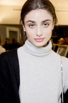 "Taylor Hill According to Butler, the Pucci Pink Lipstick was a cross between ""an old-fashioned seventies"" red and a modern coral that was hand-blended using two iconic MAC shades in Lady Danger and On Hold, then dabbed lightly on the center of the lip. Taylor Marie Hill, Taylor Hill Style, Taylor Hill Hair, Beautiful Eyes, Beautiful People, Beautiful Ladies, Mac Shades, Best Pink Lipstick, Lipstick Mac"