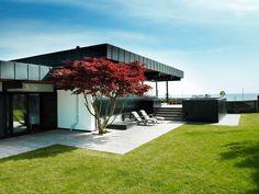 Efter otte år i New York vendte Lulu og Nicolai Henckel, hje House Inspiration, Danish House, New Homes, Modern Exterior, Garden Spaces, Home, Mid Century Modern House, Beautiful Villas, Modern House