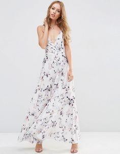 Imagen 1 de Vestido largo con plisado de flores y parte delantera cruzada de ASOS