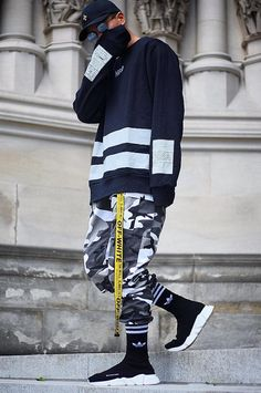 Camouflage cargo pants and Balenciaga shoes outfit Moda Emo, Fashion Mode, Urban Fashion, Style Fashion, Fashion Outfits, Male Street Fashion, Urban Outfits, Fashion Styles, Fashion Ideas
