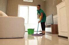 Especialista dá dicas de limpeza e conta o que nunca pode ser feito na faxina Flooring, Storage, Furniture, Home Decor, Dark Circles, How To Clean Aluminum, Varicose Vein Remedy, Grease Remover, Vinegar