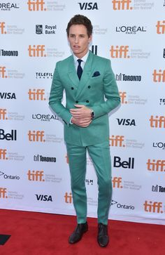 Eddie Redmayne in a turquoise Burberry suit <3