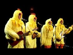 """All-Clucking """"Ho-Hey"""" with the Chickineers (Blake Shelton, Nick Offerman, Jimmy Fallon) 