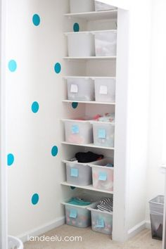 Having trouble keeping your kids' closet organized? Here are 4 Closet Organization Tips for Kids to help them stay organized. Back To School Organization, Small Space Organization, Craft Organization, Closet Organization, Organizing, Small Entrance, Entrance Ideas, Hallway Ideas, Staying Organized