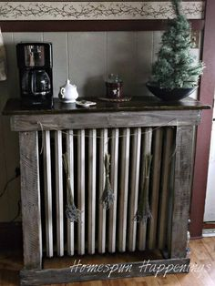 Homespun Happenings: Mantel Made from Pallet Wood Pallet Projects, Projects To Try, Faux Fireplace, Fireplace Ideas, Wood Pallets, Pallet Wood, Radiator Cover, Pallet Creations, Pallet Furniture