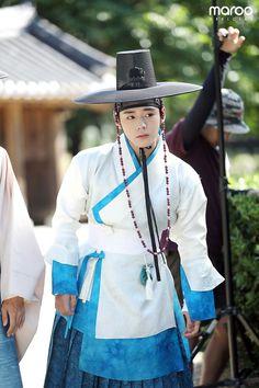 Flower Crew, Kim Min, Actor Model, Man Humor, Prince Charming, Jinyoung, Panama Hat, Actors & Actresses, Behind The Scenes