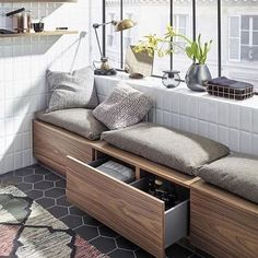 small apartment decorating 513973376223365635 - 88 small apartment balcony decorating ideas Source by ykudus Small Apartment Interior, Apartment Balcony Decorating, Home Interior, Living Room Interior, Living Room Decor, Apartment Living, Interior Ideas, Tower Apartment, Interior Livingroom