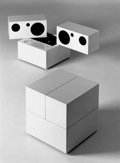 Totem Stereo System with detachable speakers, Model RR designed by Mario Bellini for Brionvega. Bellini, Deco Design, Art Design, Graphic Design, Sketch Design, Audio Design, Speaker Design, Radios, Record Player