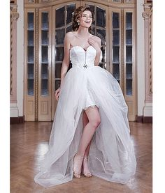 The short wedding dresses are ideal for non-traditional brides which prefere, instead of traditions, something convenient, different and original. This is the reason for quite a few brides dare to wear such a dress.