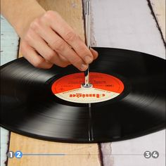"""Do you still have old records at home?Great projects for old records diy upcycling home""""Have fun in the kitchen"""" Quality kitchen products with personality. Wrapping gifts became a lot easier with these 5 clever ideas! Diy Craft Projects, Boy Diy Crafts, Diy Crafts For Adults, Diy Crafts To Sell, Sell Diy, Upcycled Home Decor, Upcycled Crafts, Diy Home Decor, Home Decoration"""