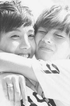 BTS/Bangtan Boys J-Hope and V • Jung Hoseok and Kim Taehyung • This is just adorable ;u; <3