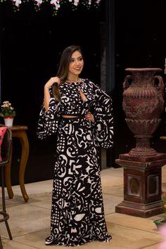 Os vestidos são peças importantes no guarda-roupa feminino! São práticos e não nos exigem elaborar tantas combinações na hora de nos vestirmos, por se trat