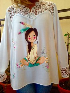 Imagen relacionada by elvira Dress Painting, T Shirt Painting, Fabric Painting, Hand Painted Dress, Painted Clothes, Crochet Wallet, Paint Shirts, Bridal Mehndi Designs, Fashion Project