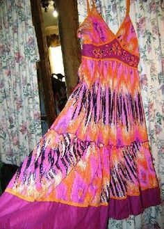 "Smashing Dress, Colors, unbelievable, flirty ""New"" medium and small"