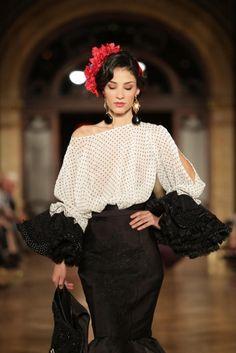 Wappíssima - We Love Flamenco 2016 - Jonathan Sánchez - Flamenco Costume, Flamenco Dresses, Look Fashion, Womens Fashion, Fashion Design, Spanish Dress, Mode Simple, Spanish Fashion, Black White Fashion