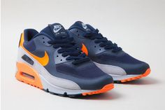 This Nike Air Max 90 Hyperfuse comes in a Chi-channeling release. Donning navy and bright orange with a neutralizing wedge of grey.