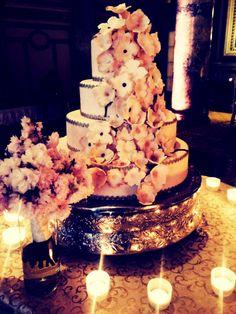 Beautiful #floral #wedding cake. #WillardWeddings #DC #Wedding