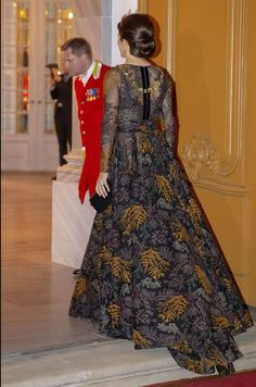 1 January 2019 - Danish Royals attend New Year reception at the Royal Palace in Copenhagen - dress by Jesper Høvring Crown Princess Mary, Prince And Princess, Princesa Mary, Style Royal, Denmark Fashion, Princess Marie Of Denmark, Danish Royalty, Estilo Real, Casa Real