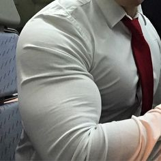 Huge Muscle Men, Huge Biceps, Black Men Beards, Classy Men, Muscular Men, Mature Men, Suit And Tie, Gentleman Style, Moda Masculina