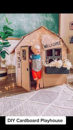 Cardboard Houses For Kids, Cardboard Crafts Kids, Cardboard Playhouse, Diy Playhouse, Diy Fort, Indoor Activities For Kids, Business For Kids, Diy For Kids, Sleepover Fort