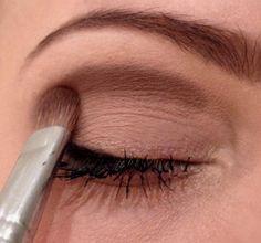 Makeup Mastery – Your guide to perfect makeup Makeup Hacks Mascara, Diy Makeup, Makeup Eyeshadow, Makeup Tips, Eyeliner, Makeup Beauty Room, Smoky Eye Makeup, Bronze Makeup, Facial