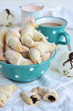Szilvalekváros kifli Sweet Desserts, Dessert Recipes, Roll Cookies, Hungarian Recipes, Pretzel Bites, Biscotti, Rolls, Food And Drink, Sweets