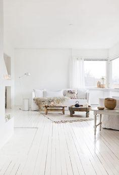 憧れインテリアは白い床!北欧やヴィンテージにも似合う33の白い床の部屋   iemo[イエモ]