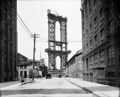 Narrative Spark: Manhattan Bridge - Imagine the life of a construction worker who is afraid of heights, or water. (Manhattan Bridge being built - June 1908 AP Photo/New York City Municipal Archives. New York City, New York Street, Main Street, Street View, Vintage New York, Vintage Black, Old Pictures, Old Photos, Vintage Photographs