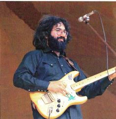 """1972 – Graham Nash gifted Jerry a Fender Stratocaster named """"Alligator."""""""