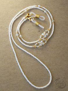 Bead Jewellery, Beaded Jewelry, Beaded Bracelets, Eyeglass Holder, Bohemian Bracelets, Diy Necklace, Necklace Holder, Jewelry Holder, Bracelet Making