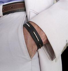 Широкий кожаный браслет для мужчин.