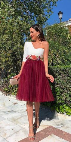 Gorgeous Fall Wedding Guest Dresses ★ Here, our roundup of the best fall wedding guest dresses. Take advantage of the wonderful color freedom and warm spirit of autumn to find your unique dress. Summer Wedding Outfits, Fall Wedding Dresses, Fall Dresses, Skirt For Wedding Guest, Dresses For Wedding Guests, Wedding Outfit Guest, Wedding Ideas, Custom Dresses, Unique Dresses