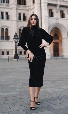 #orovicafashion #velvet #turtleneck #lbd Every Woman, Lbd, Black Velvet, Turtleneck, Outfits, Dresses, Women, Fashion, Vestidos