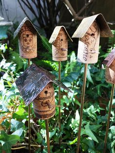 Cork Birdhouse Garden Stakes with Metal Roof / Cork Birdhouse Garden Art / Birdhouse Stakes Gard Wine Cork Art, Wine Cork Crafts, Bottle Crafts, Wine Corks, Wooden Crafts, Wine Cork Projects, Diy Art Projects, Garden Art, Garden Stakes