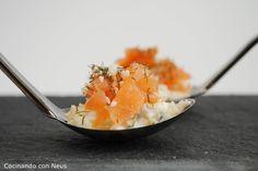 Cucharita de salmón ahumado con salsa tártara