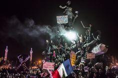 Le palmarès du World Press Photo 2016 – L'OEIL DU VISEURCORENTIN FOHLEN (France), 2ème prix catégorie Actualités (image seule). Le 11 janvier 2015, des milliers de personnes descendent dans les rues de Paris. Une manifestation organisée après les attentats qui ont notamment frappé le journal satirique Charlie Hebdo. / World Press Photo / Corentin Fohlen / Keystone