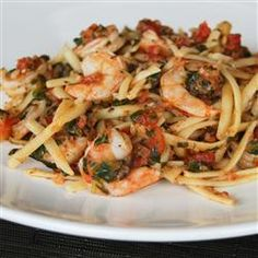Fresh Tomato Shrimp Pasta Recipe - Fresh tomatoes and spinach, fresh herbs, and fresh mozzarella combine with shrimp and fettuccine for an easy summer dinner. Shrimp Dishes, Shrimp Pasta Recipes, Pasta Dishes, Seafood Recipes, Cooking Recipes, Healthy Recipes, Pasta Recipies, Cooking Ideas, Shellfish Recipes