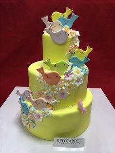Little birds cale by RedCarpetCakeDesign www. Cake Board, Sugar Art, Little Birds, Pretty Cakes, No Bake Cake, Cake Designs, Birthday Cake, Baking, Red Carpet