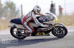 Angel Nieto sobre la Suzuki de Marco Lucchinello 500cc en el Jarama