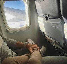 Super travel plane couple 35 ideas You are in the right place about vacation pictures Here w Relationship Goals Pictures, Cute Relationships, Photo Instagram, Insta Photo, Disney Instagram, Instagram Names, Vacation Pictures, Travel Pictures, Honeymoon Pictures